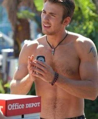 Chris Evans Pulseira de couro sem camisa