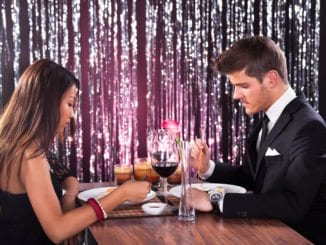 dating rejection couple on a date at a restaurant