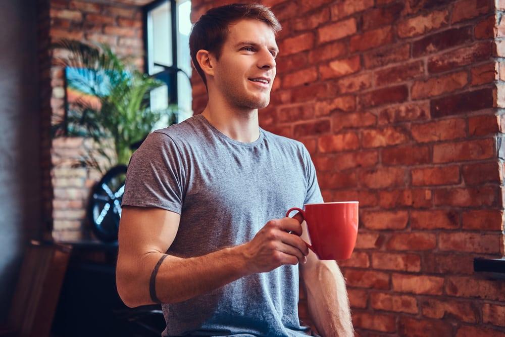 Ces petits riens qui nous mettent en joie dans notre quotidien... Man-drinking-coffee