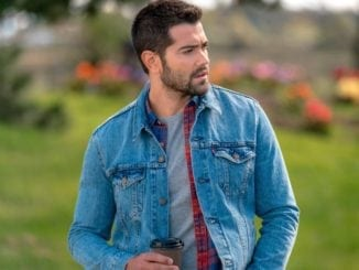 how to wear a denim jean jacket