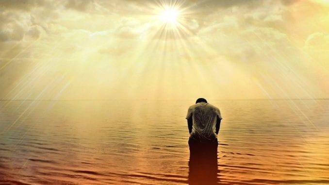 mindfulness hypnosis man water